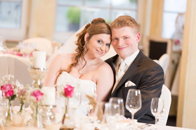 Hochzeitspaar im Festsaal
